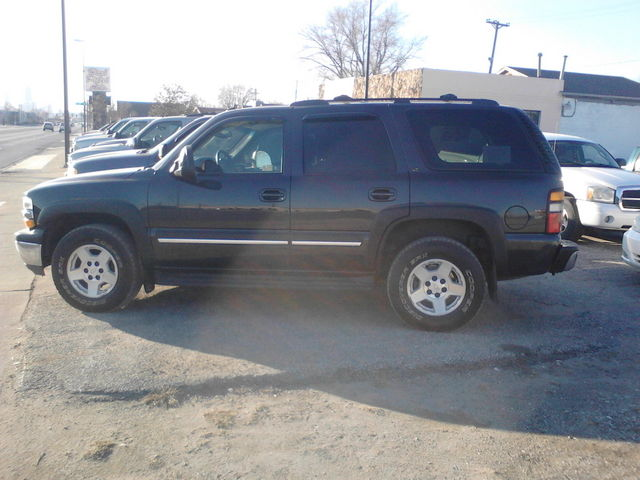 2005 Chevrolet Tahoe LT Leather - 1GNEK13T85J255855