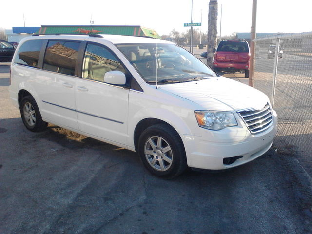 2010 Chrysler Town & Country Touring with Sto-N-Go! - 2A4RR5D14AR346440