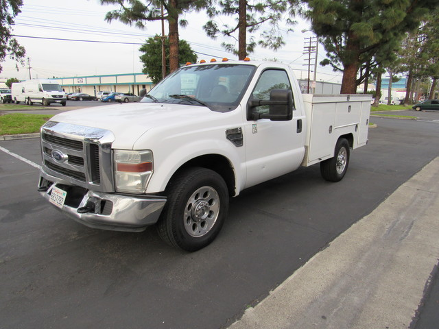 2008 Ford F-350 utility bed XL - 1FDWF34588EB01653