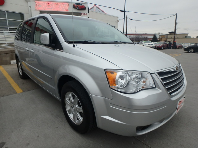 2008 Chrysler Town & Country Touring - 2A8HR54P88R691527