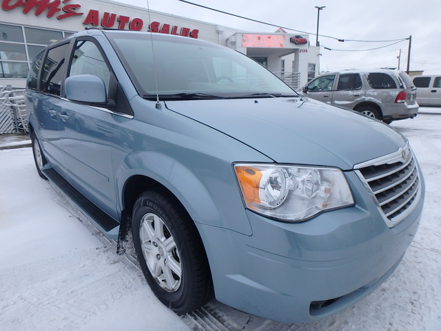 2008 Chrysler Town & Country Touring - 2A8HR54P98R115297