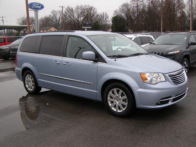 2013 Chrysler Town & Country Touring - 2C4RC1BG2DR675469