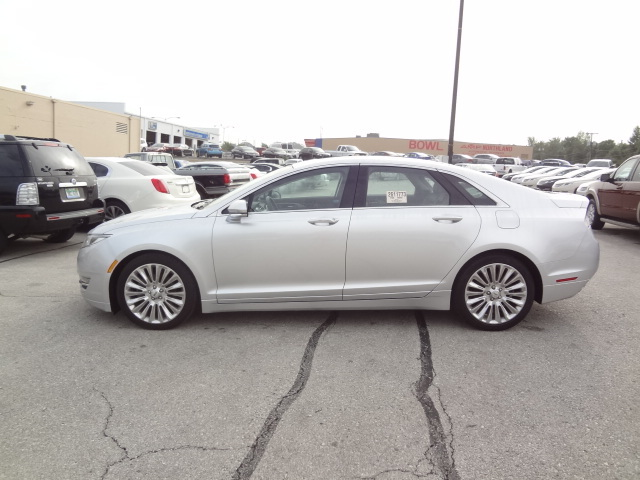 2013 Lincoln MKZ Base - 3LN6L2J93DR827177