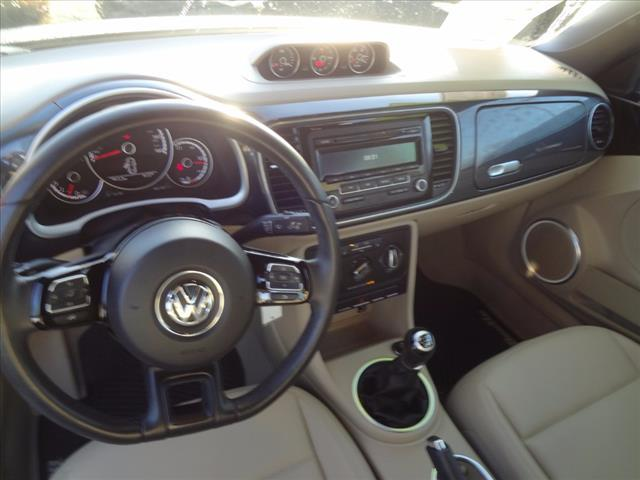 2014 Volkswagen Beetle Convertible R-Line 50384-3VW8S7AT3EM806673-6_x.jpg
